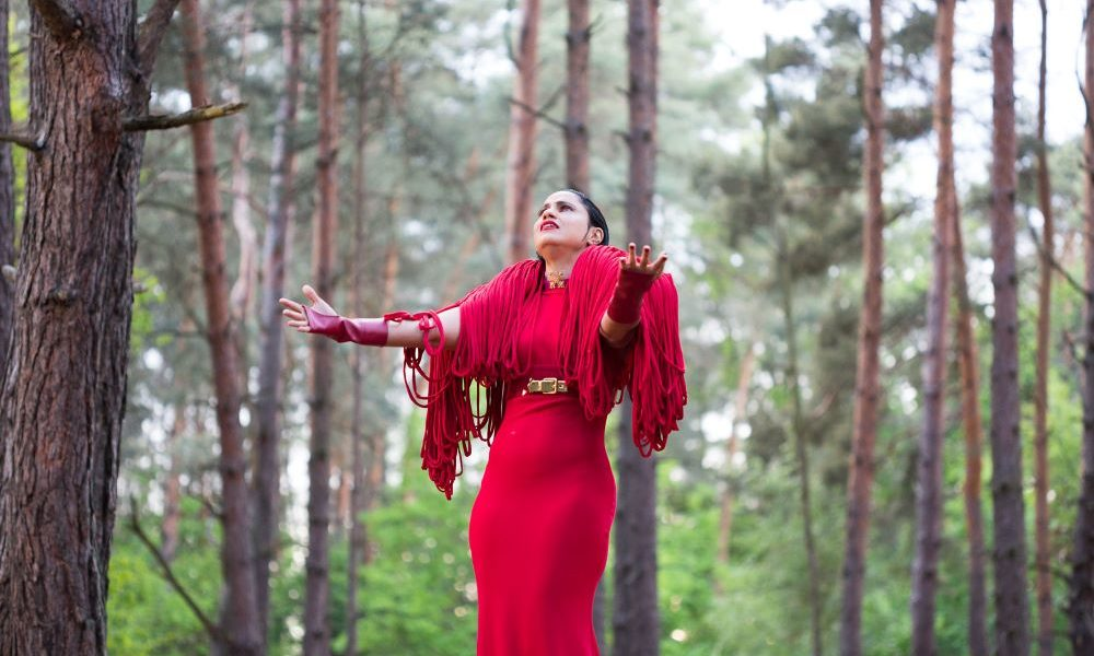 Tunisian Singer Emel Mathlouthi Breaks Away From World Music Stereotypes